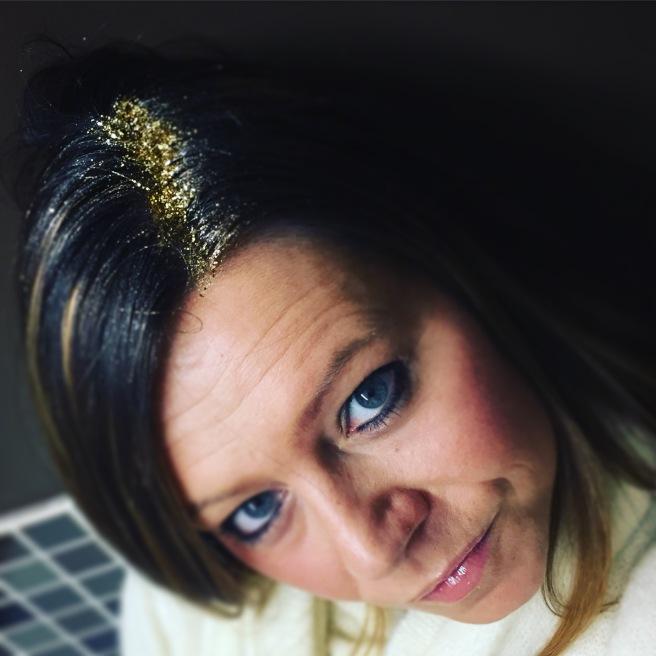 My gold glitter roots - mariecadie.com
