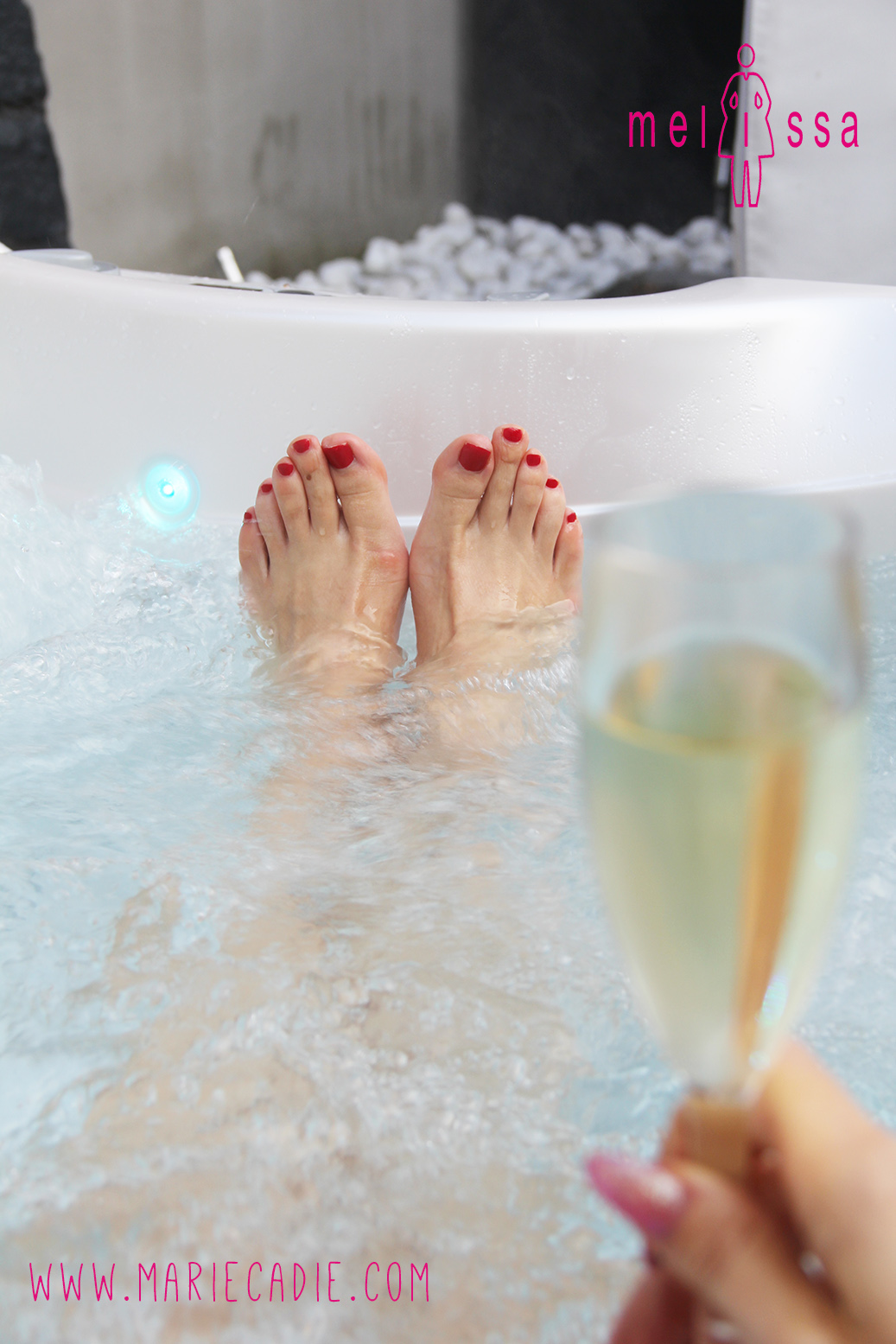 MC_Melissa_bubbles feet