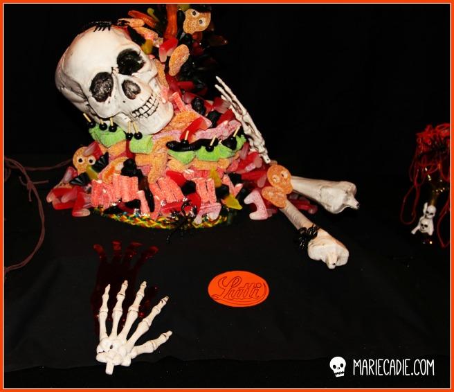 mariecadie-com-halloween-lutti-fun-anti-gravity-candy-cake_2