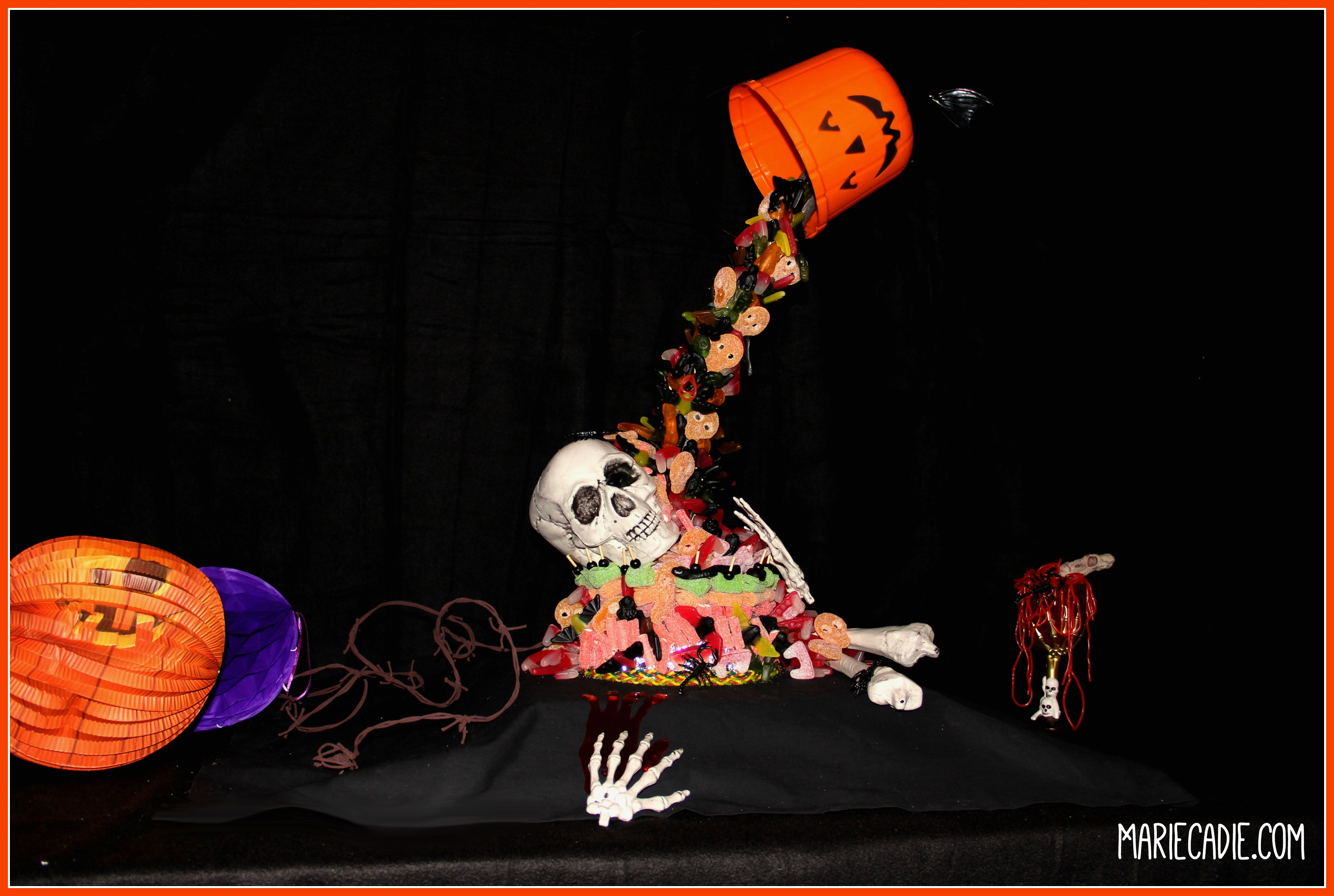mariecadie-com-halloween-lutti-fun-anti-gravity-candy-cake_3