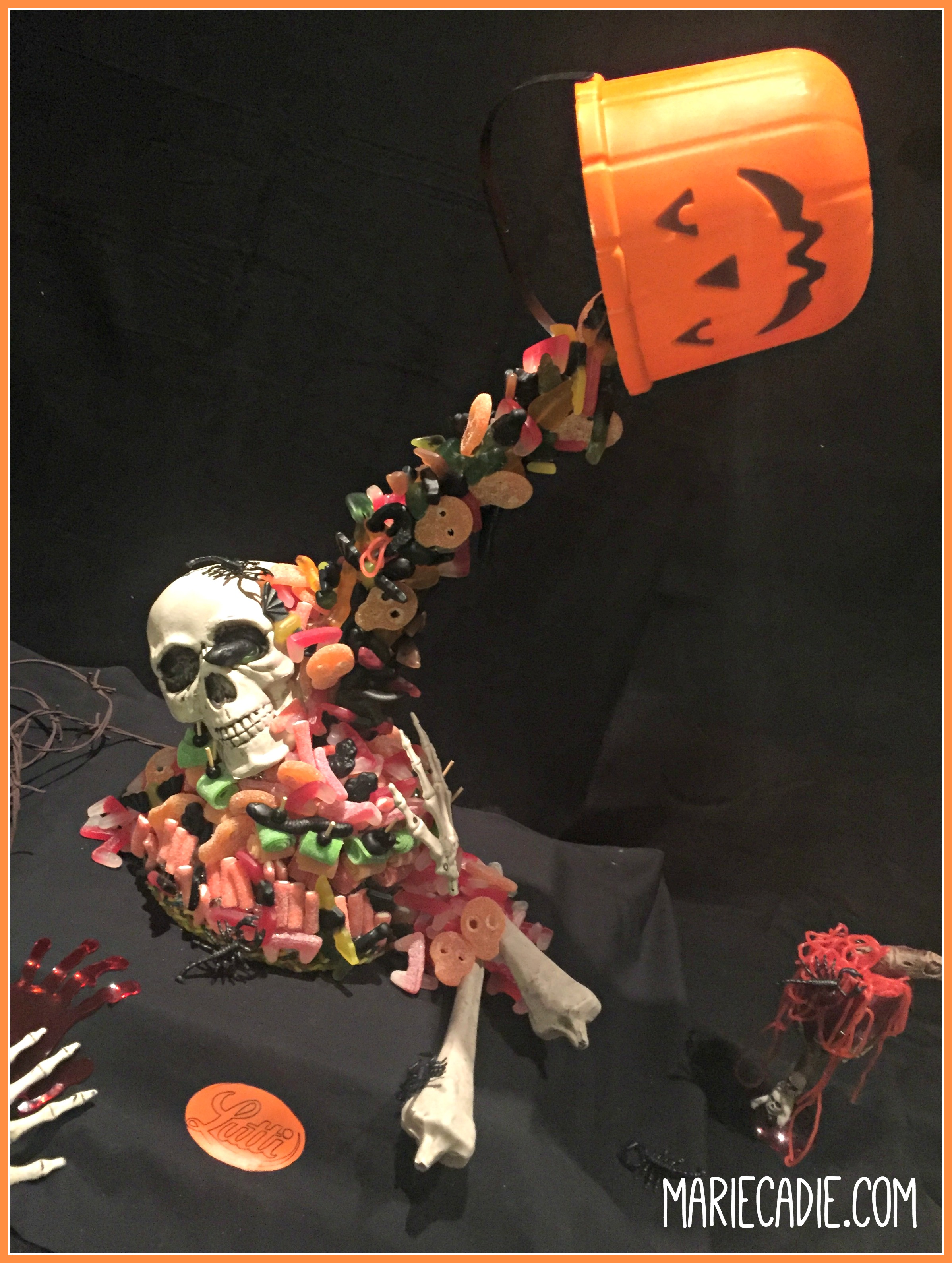 mariecadie-com-halloween-lutti-fun-anti-gravity-candy-cake_5