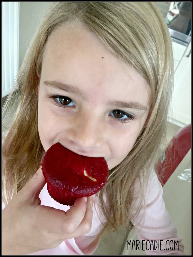 mariecadie-com-red-velvet-rainbow-cupcakes-10