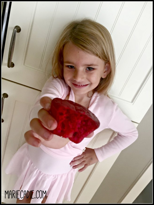 mariecadie-com-red-velvet-rainbow-cupcakes-11
